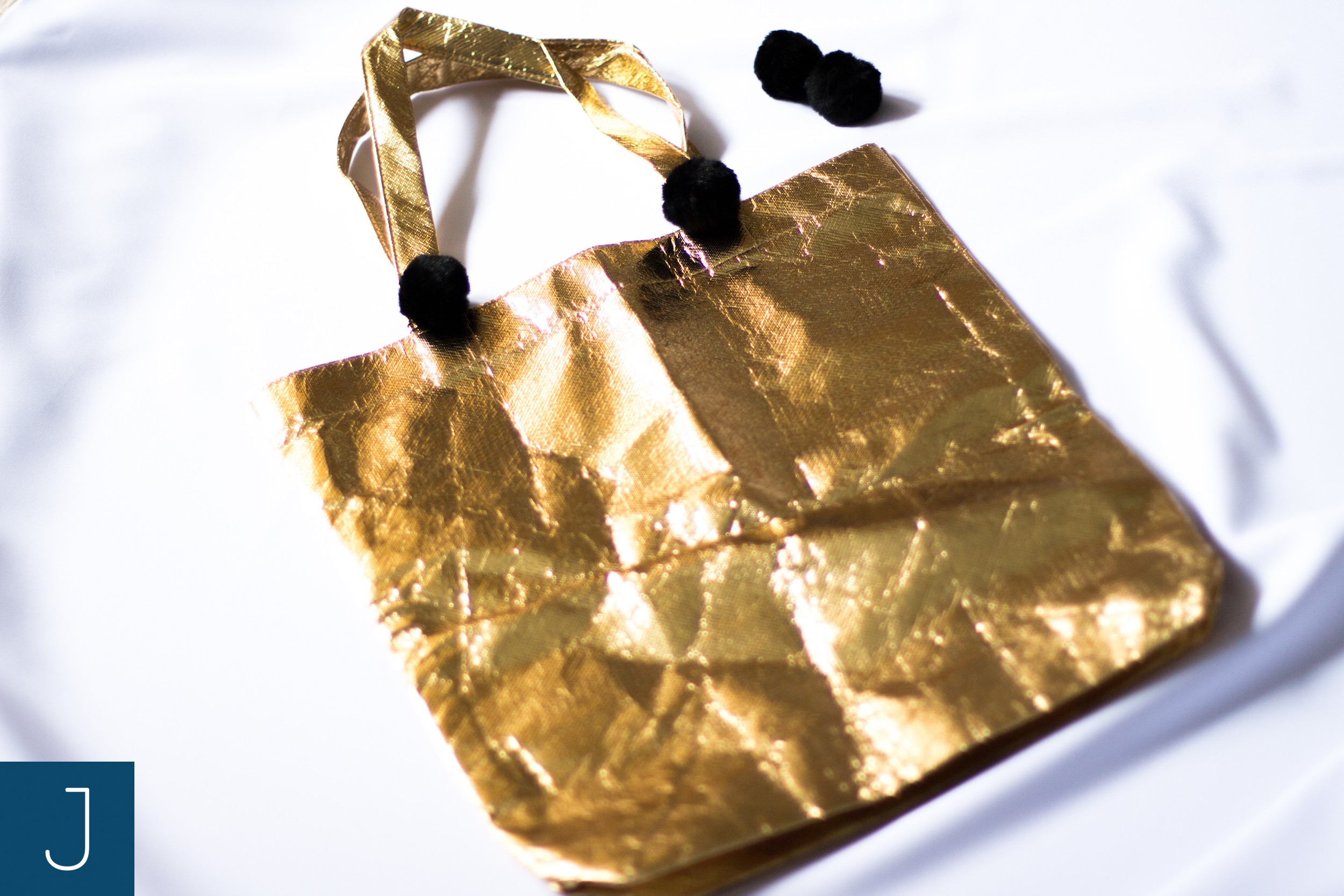 Futrzane kulki - złota torba   Justine Crafts