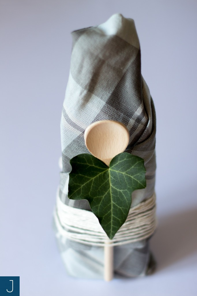 Pakowanie prezentów - łyżka i sznurek | Justine Crafts
