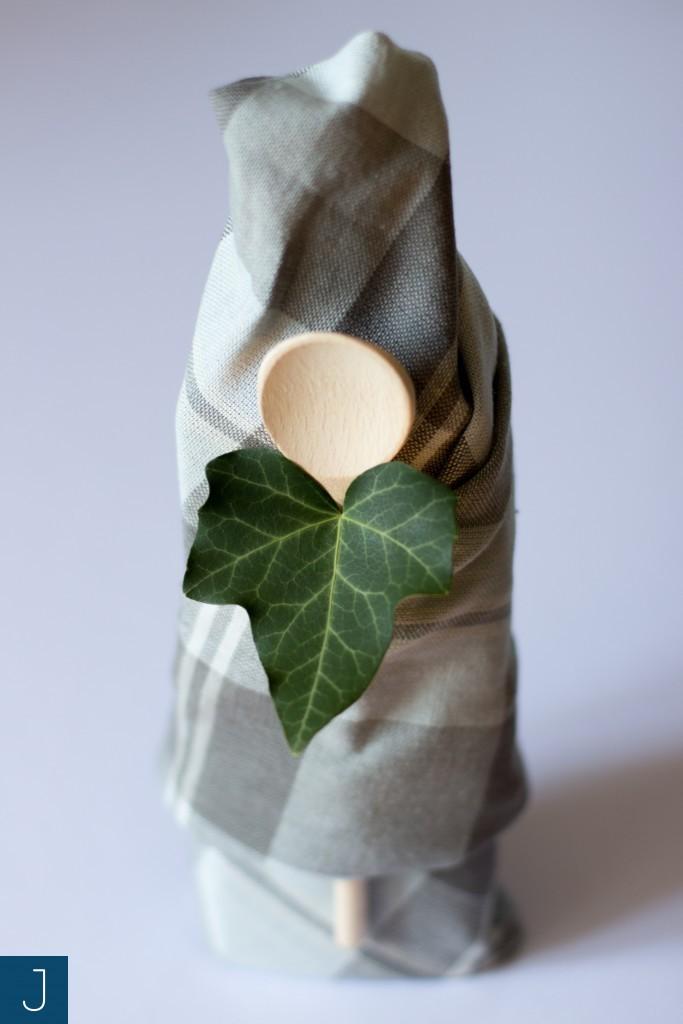 Pakowanie prezentów - łyżka i tkanina | Justine Crafts