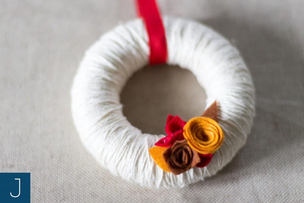 Wianek ze sznurkiem - filcowe kwiaty 2 | Justine Crafts