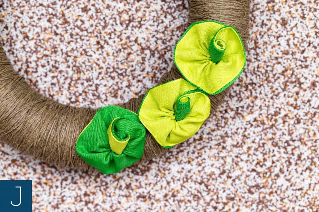 Wianek ze sznurkiem - zielone kwiaty 2 | Justine Crafts