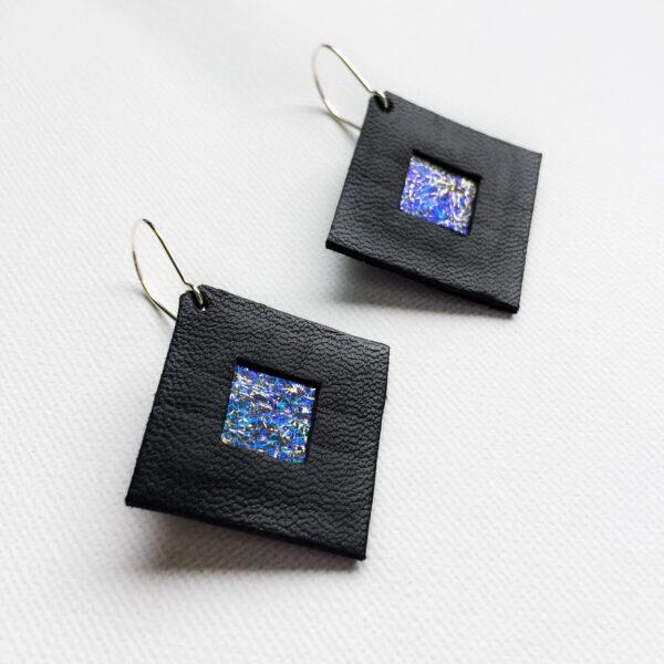 Kolczyki wiszące kwadraty ze skóry 2,5 cm | Justine Crafts Jewelry