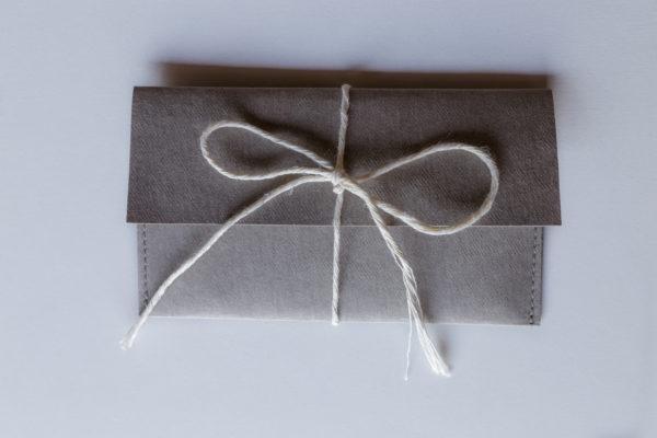 Personalizowany wizytownik z inicjałem otwierany pionowo (washpapa) | Justine Crafts